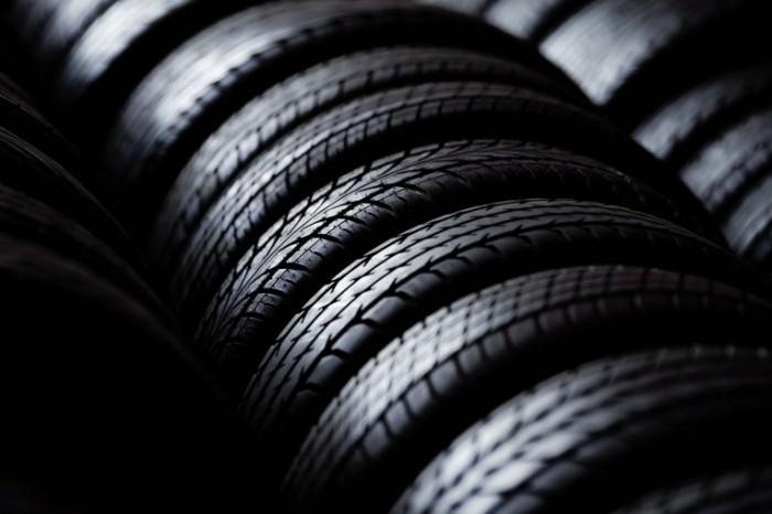 photodune 3326425 700x466 Шины авто   Tires cars