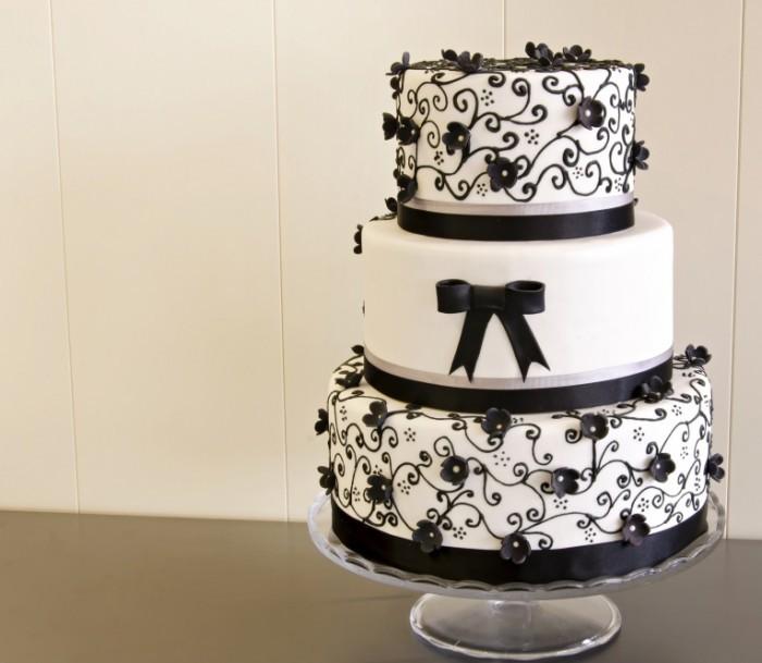 Dollarphotoclub 50386519 700x609 Красивый торт   Beautiful cake