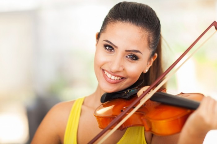 Dollarphotoclub 52986732 700x466 Скрипачка   Violinist