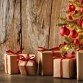 Подарки у елки - Gifts at the Christmas tree