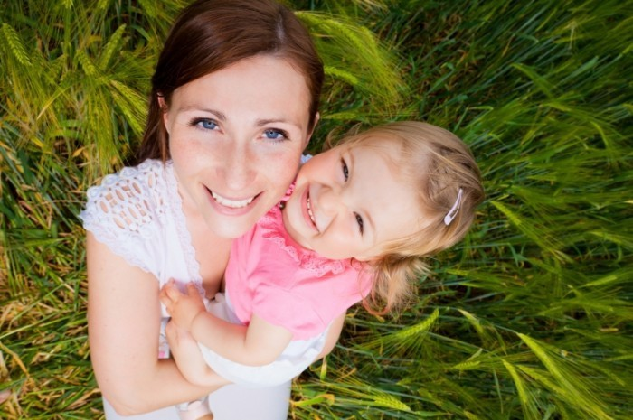 Fotolia 41905772 Subscription L 700x465 Женщина с девочкой   Woman with girl