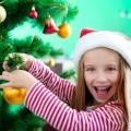 Девочка возле елки - Girl near the Christmas tree