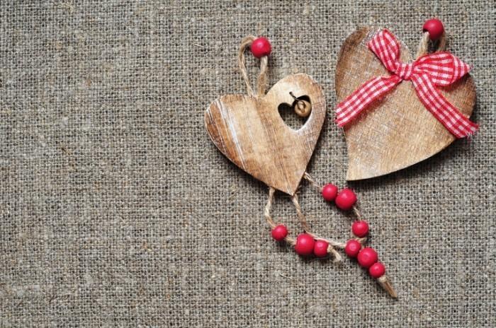 Fotolia 49016484 M 700x464 Деревянные сердечки   Wooden hearts