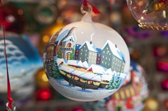 Fotolia 50349521 Subscription XL 700x465 Новогодняя игрушка   Christmas toy