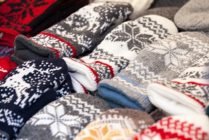 Fotolia 52939796 Subscription XL 700x471 Рукавицы с орнаментом   Mittens with ornaments