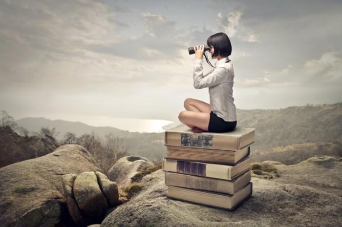 Fotolia 53693049 Subscription XXL 700x465 Девушка с биноклем на книгах   Girl with binoculars on the books