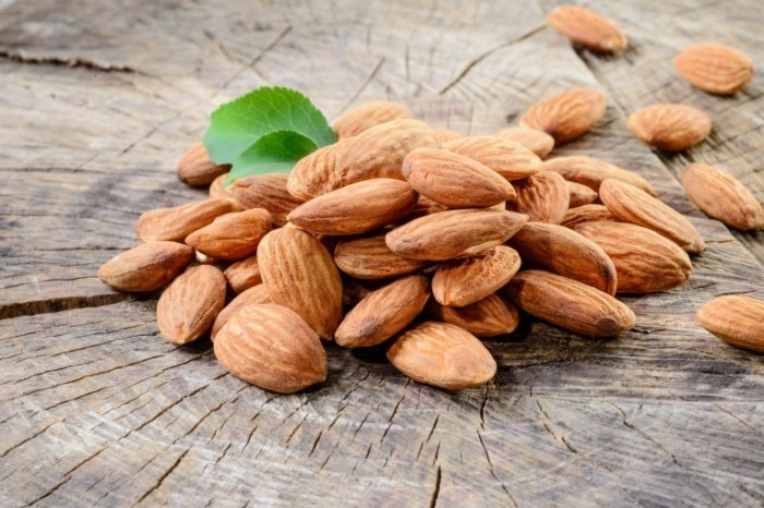 dollarphotoclub 68106340 700x466 Миндальные орехи   Almonds