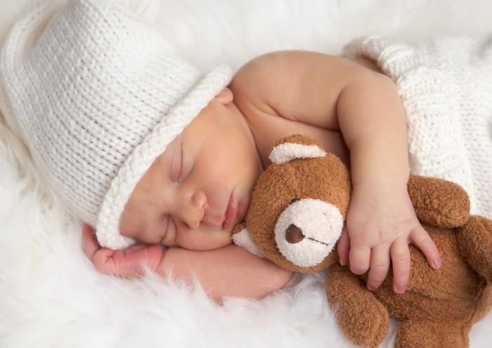 Младенец с мишкой   Baby with teddy bear