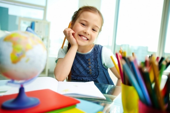 shutterstock 103175579 700x466 Девочка за уроками   Girls lessons