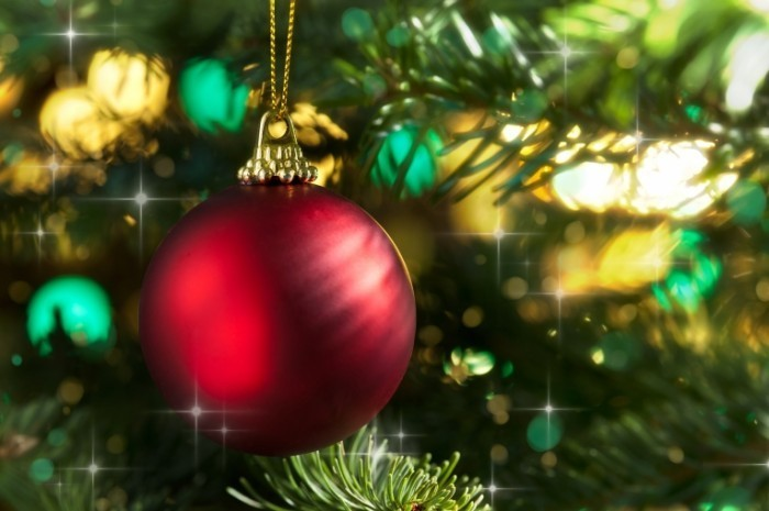 shutterstock 107540843 XmasTree 700x465 Елочная игрушка   Christmas Toy