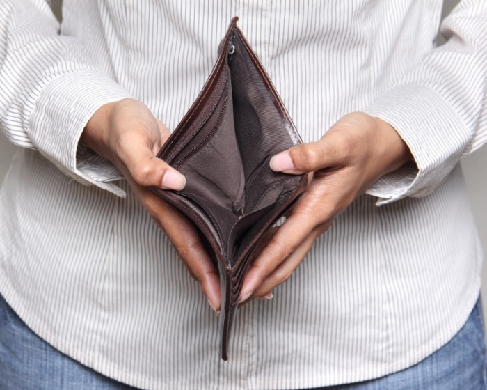 shutterstock 110142032 700x560 Пустой кошелек   Empty purse