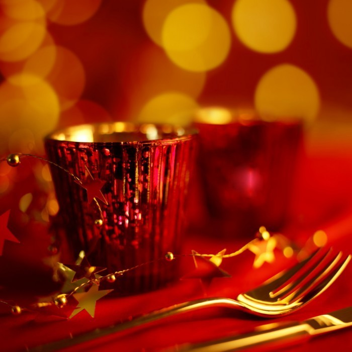shutterstock 111695309 tangoc 700x700 Рождественская сервировка стола   Christmas table setting
