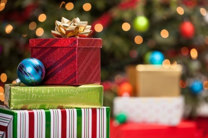 shutterstock 120866353 700x466 Рождественские подарки   Christmas Gifts
