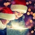 Женщина с ребенком над подарком - Woman with a child over the gift
