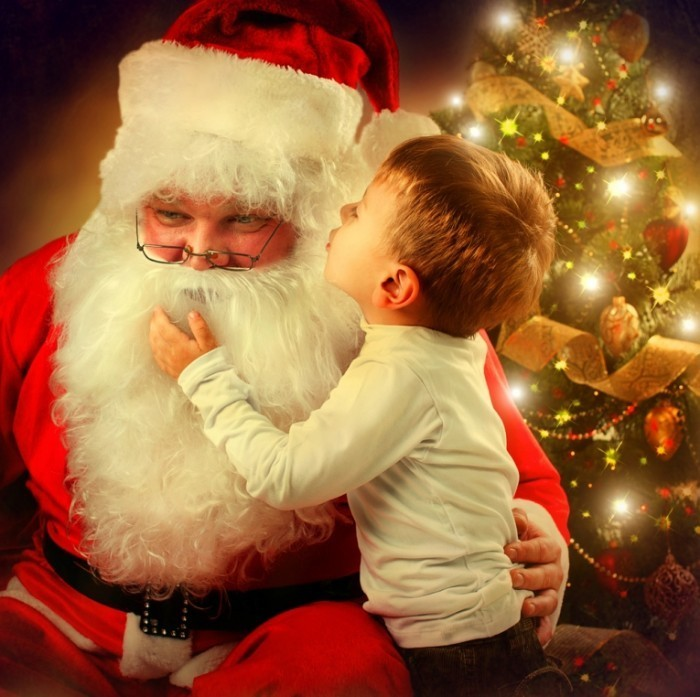 shutterstock 161235242 700x697 Мальчик с санта клаусом   Boy with Santa Claus