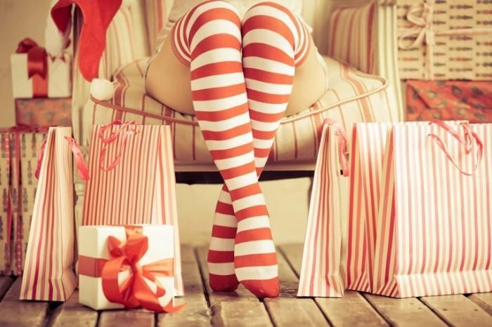 shutterstock 163372622 700x466 Полосатые гольфы   Striped socks