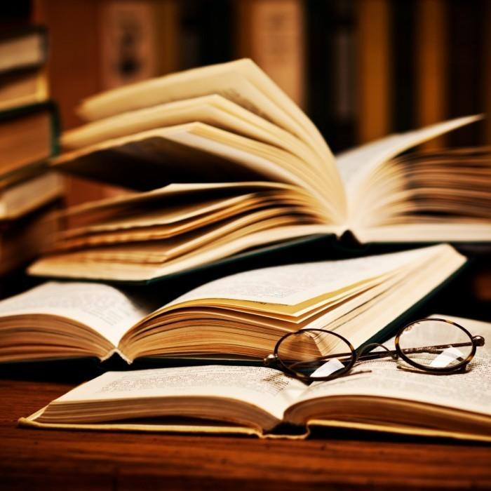 shutterstock 65263741 700x700 Книги и очки   Books and glasses