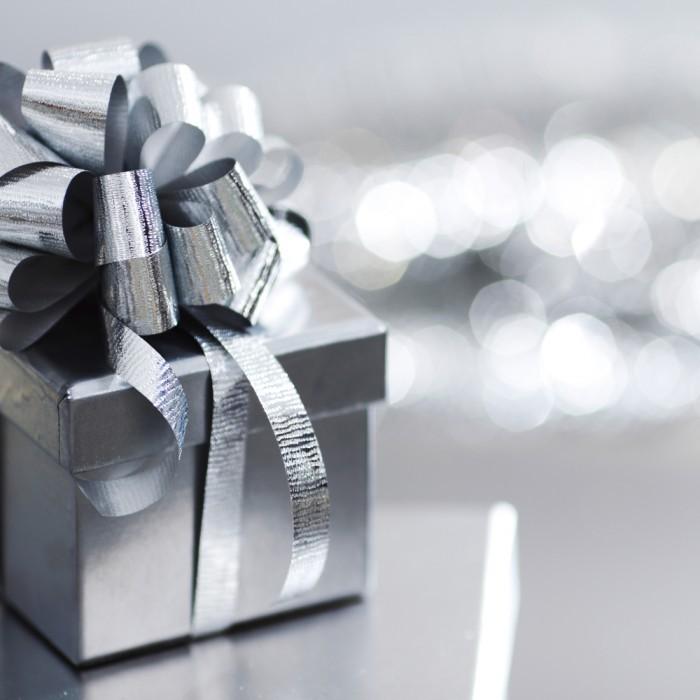 shutterstock 65544670 700x700 Серебристый подарок   Silver gift