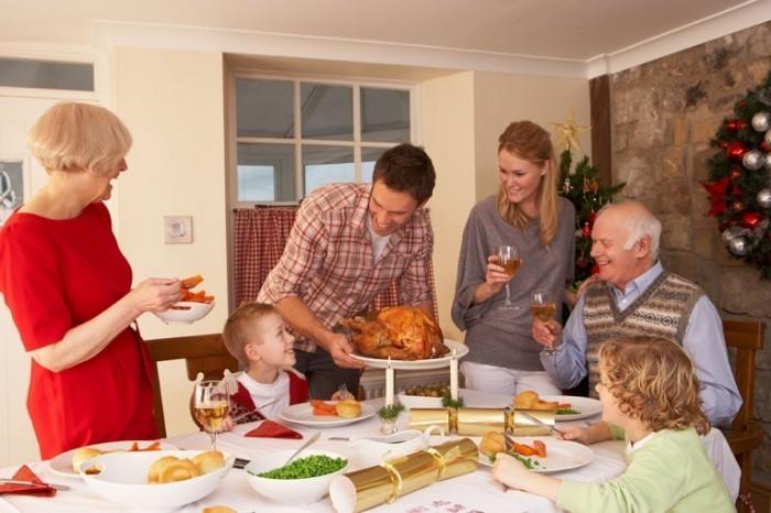 shutterstock 81745696 700x466 Семейный ужин   Family Dinner