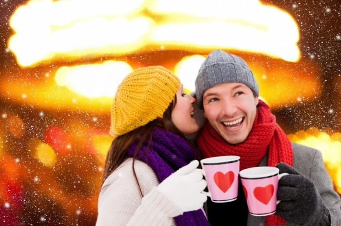 shutterstock 90310921 700x465 Счастливая пара с кружками   Happy couple with mugs