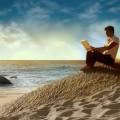 Парень на берегу с ноутбуком - Guy on the beach with a laptop