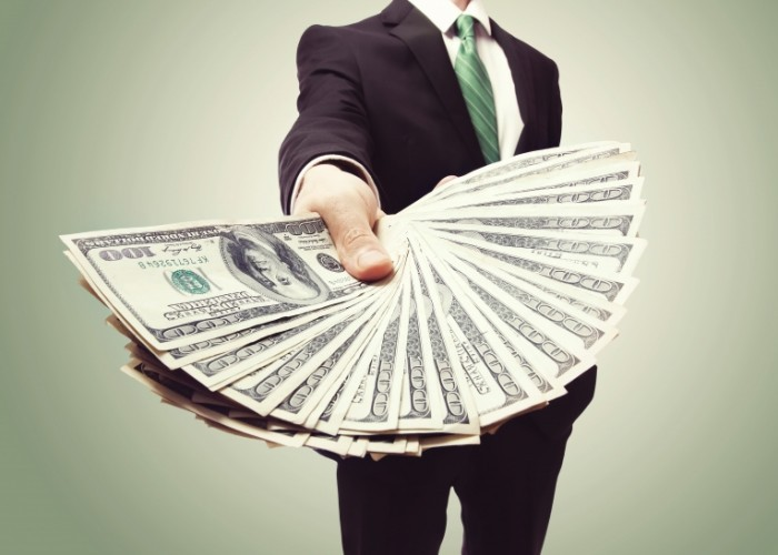 Dollarphotoclub 54422632 700x500 Мужчина с долларами в руках   Man with dollars in the hands of