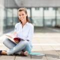 Студентка с тетрадями - Female student with notebooks