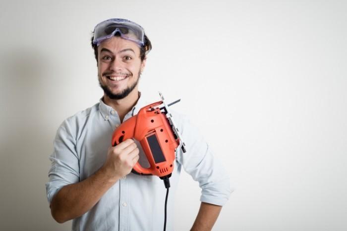 Dollarphotoclub 59021705 700x466 Мужчина с дрелью   Man with a drill