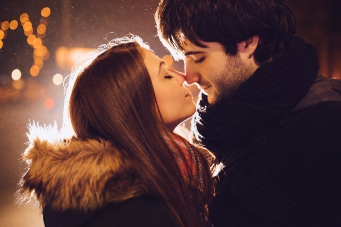 Dollarphotoclub 60150427 700x466 Поцелуй пары   Couple kiss