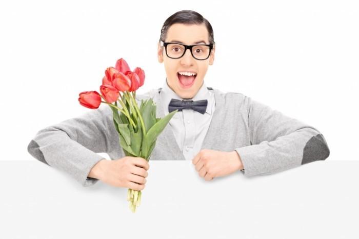Dollarphotoclub 63231002 700x466 Парень с тюльпанами    Man with tulips