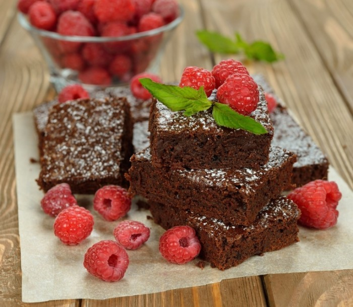 Dollarphotoclub 66418970 700x610 Брауни с малиной   Brownie with raspberries