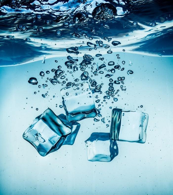Dollarphotoclub 67120773 700x788 Лед в воде   Ice water