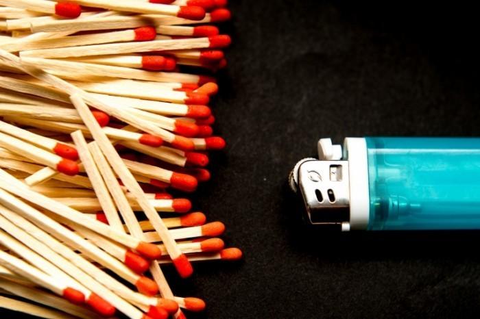 Dollarphotoclub 73217519 700x466 Спички и зажигалка   Matches and lighters
