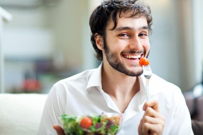 dollarphotoclub 50619773 700x466 Парень с салатом   Man with salad