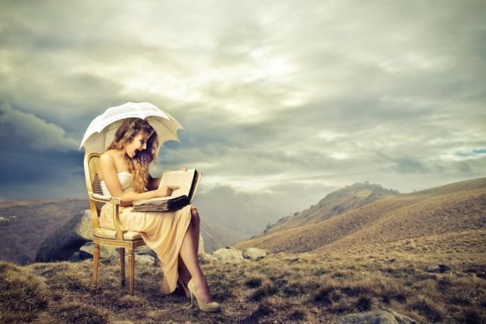 dollarphotoclub 55319497 700x466 Девушка с книгой   Girl with book