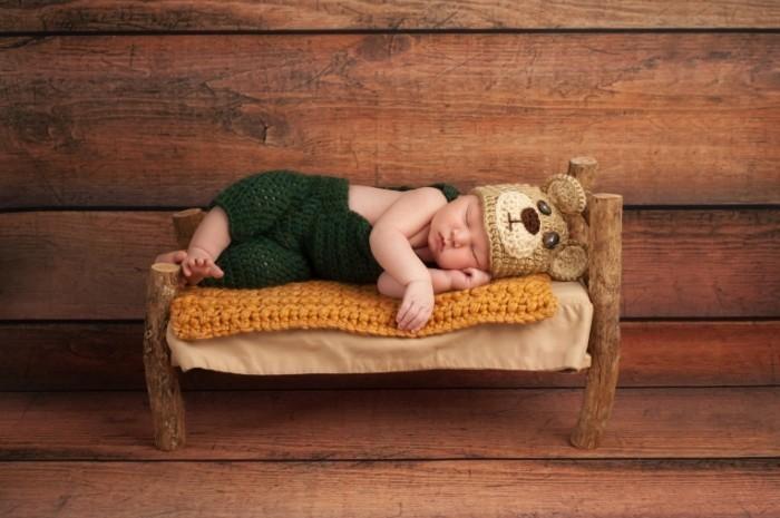 dollarphotoclub 56745199 700x465 Новорожденный в вязаных вещах   Newborn in knitted things