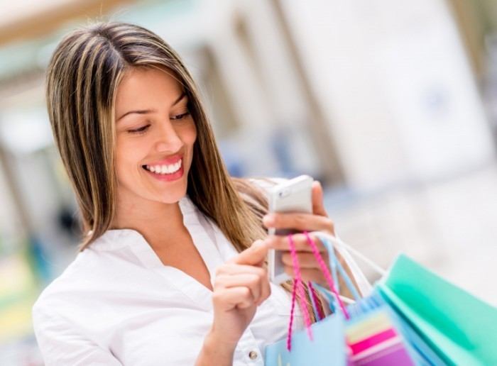 rsz shutterstock 141995362 700x516 Девушка на шопинге   Girl on shopping