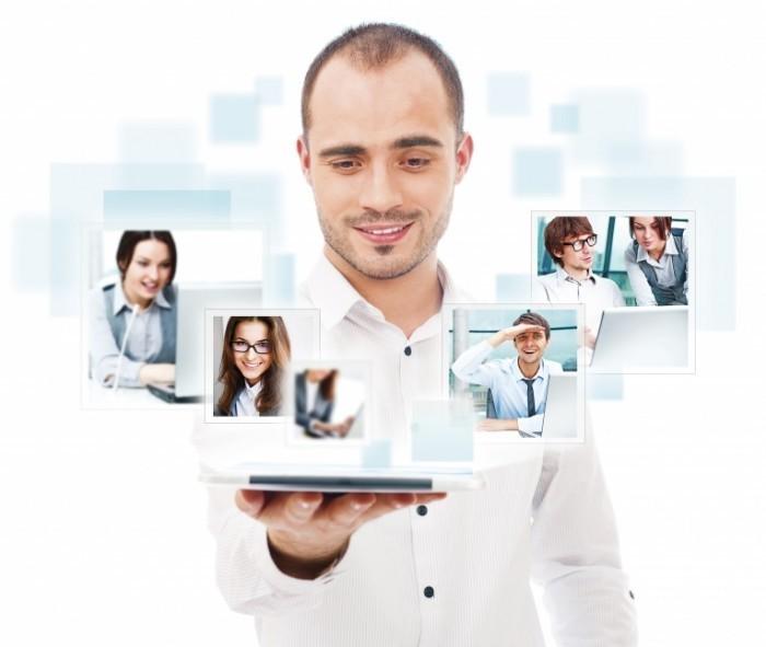 shutterstock 104882666 LR 700x591 Мужчина с планшетом   Man with tablet