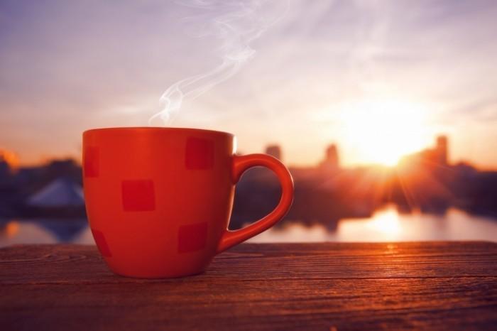 Coffee and Sun Dollarphotoclub 63182221 700x466 Красная чашка   Red cup