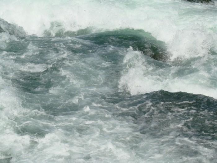Dollarphotoclub 1705518 700x524 Бурлящая вода   Boiling water