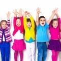 Дети в разноцветной одежде - Children in colorful clothes