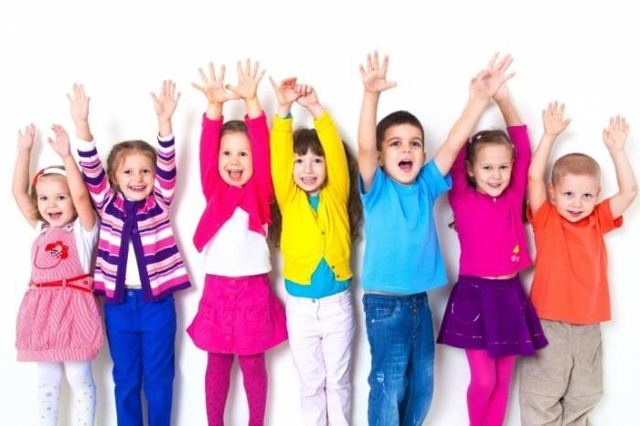 Dollarphotoclub 49266053 700x466 Дети в разноцветной одежде   Children in colorful clothes