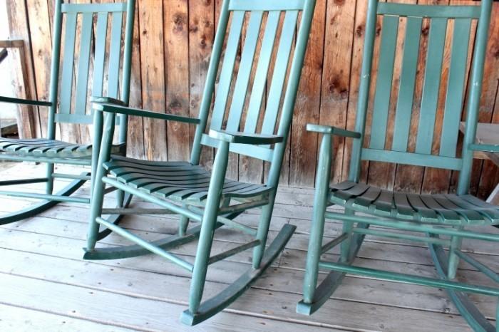 Dollarphotoclub 50523781 700x466 Деревянные стулья   Wooden chairs