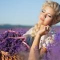 Девушка с сиреневыми цветами - Girl with lilac flowers