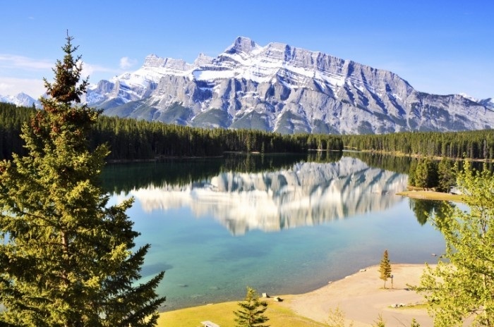Dollarphotoclub 54589751 1 700x464 Озеро в горах   Lake in the Hills