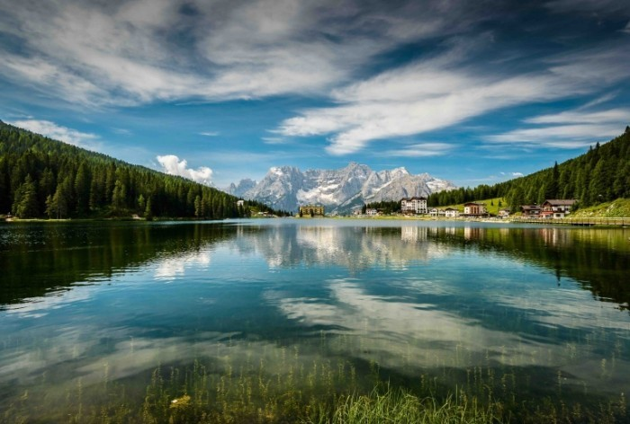 Dollarphotoclub 54637351 copy 700x472 Озеро в горах   Lake in the Hills
