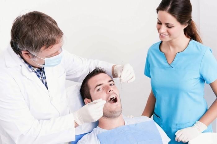 Dollarphotoclub 56712058 700x465 Пациент у стоматолога   Patient at the dentist