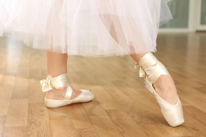 Dollarphotoclub 63874462 e1416275819466 700x466 Пуанты балерины   Pointe ballerina