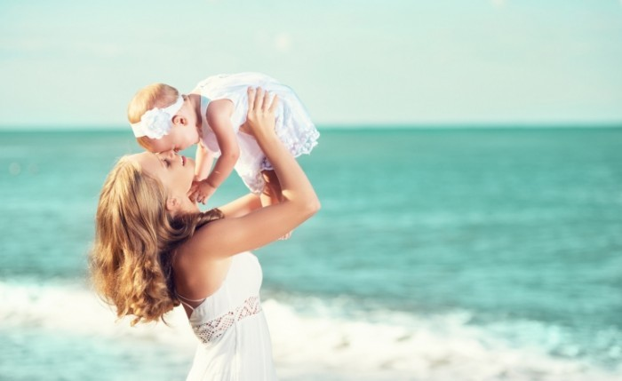 Dollarphotoclub 65369850 700x429 Женщина с ребенком   Woman with child