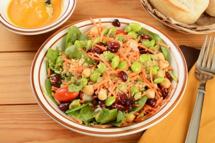 Dollarphotoclub 714508031 700x466 Салат с фасолью   Salad with beans